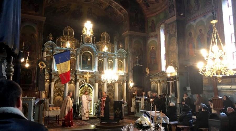 Preot ortodox nou în Pecica (GALERIE FOTO)