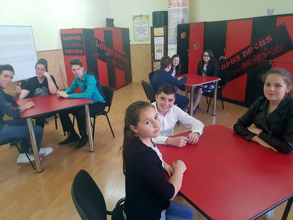 Elevi pecicani la concursul Prietenii Compozitorilor (GALERIE FOTO)