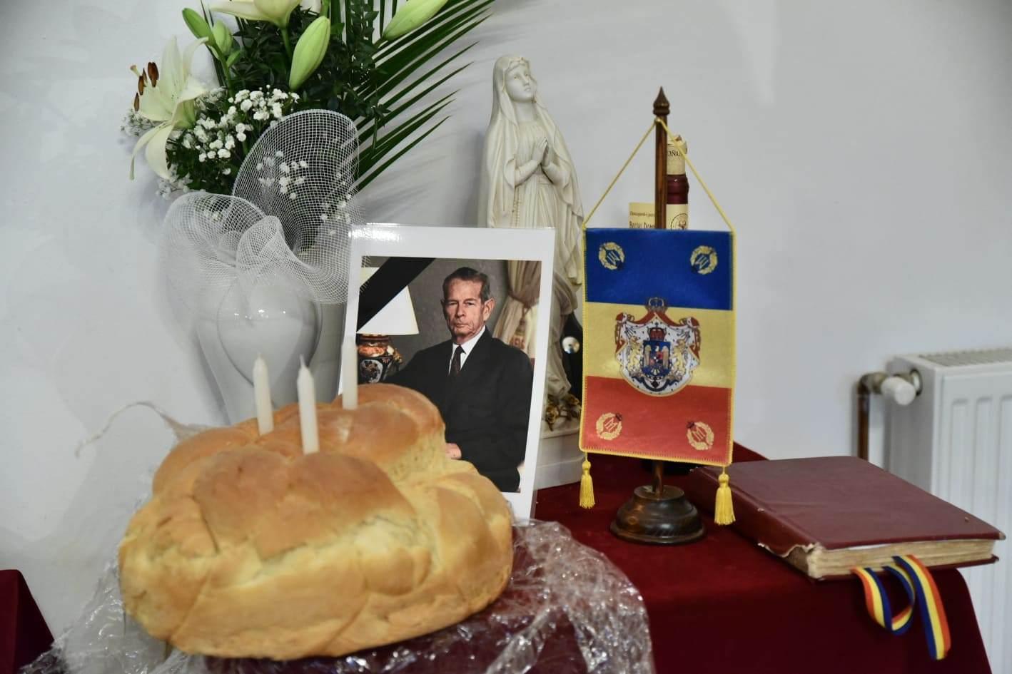 S-au rugat pentru odihna veşnică a Regelui Mihai I (GALERIE FOTO)