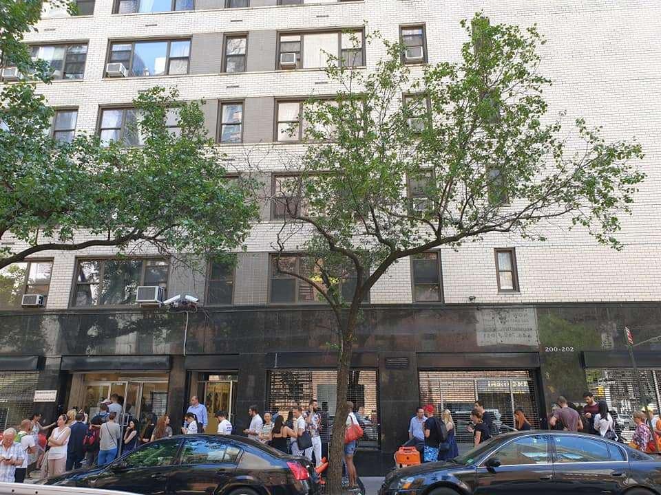 Pecicanii au votat de la Paris la New York (GALERIE FOTO)