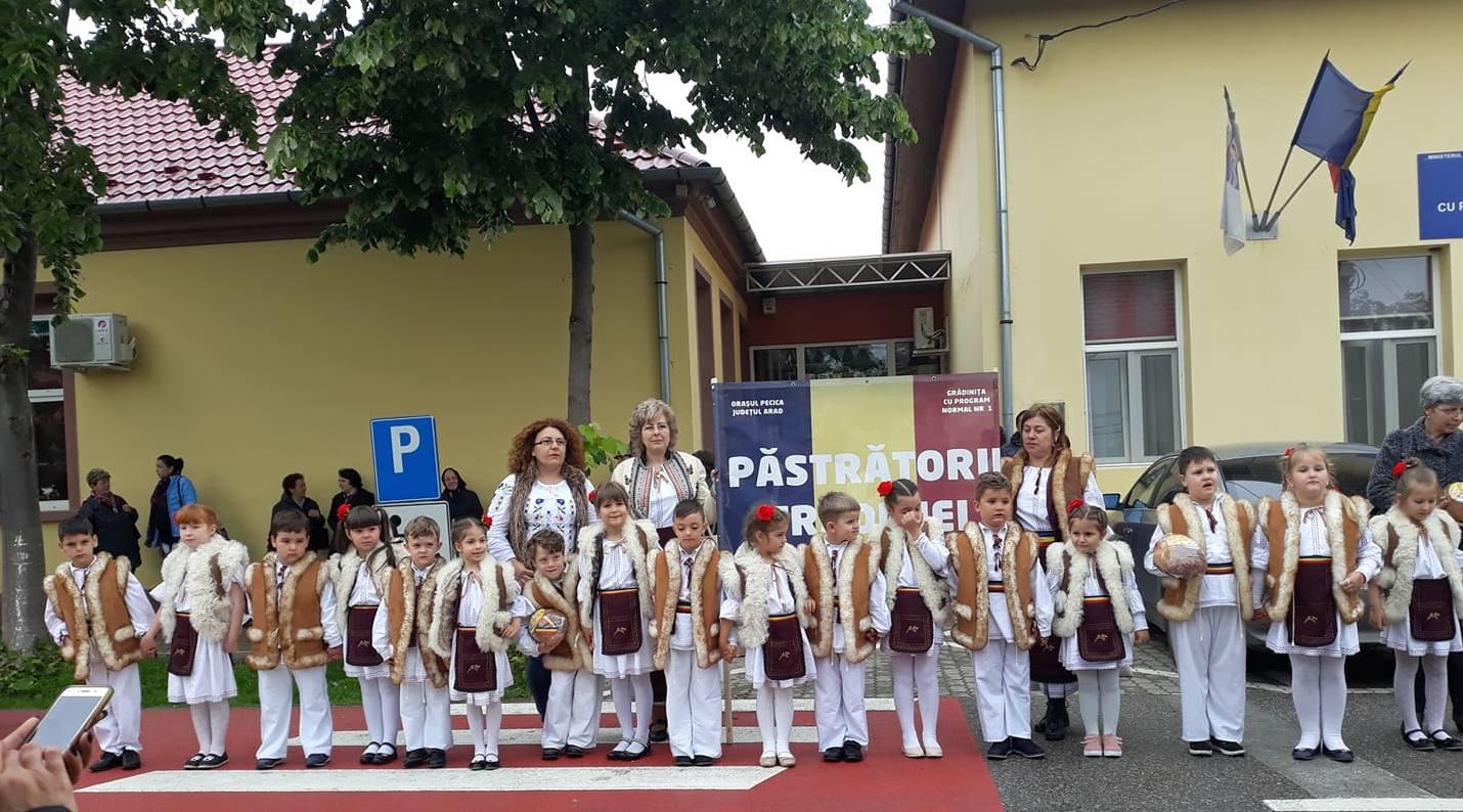 """Copii pecicani la Festivalul Concurs Euroregional de Folclor """"Din Giroc, de la câmpie"""""""