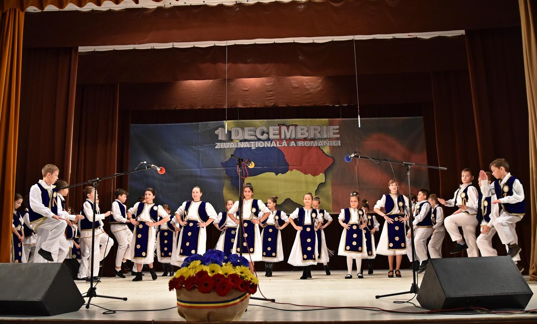 Ziua Naţională la Pecica: program pentru elevi, momente solemne şi muzică populară