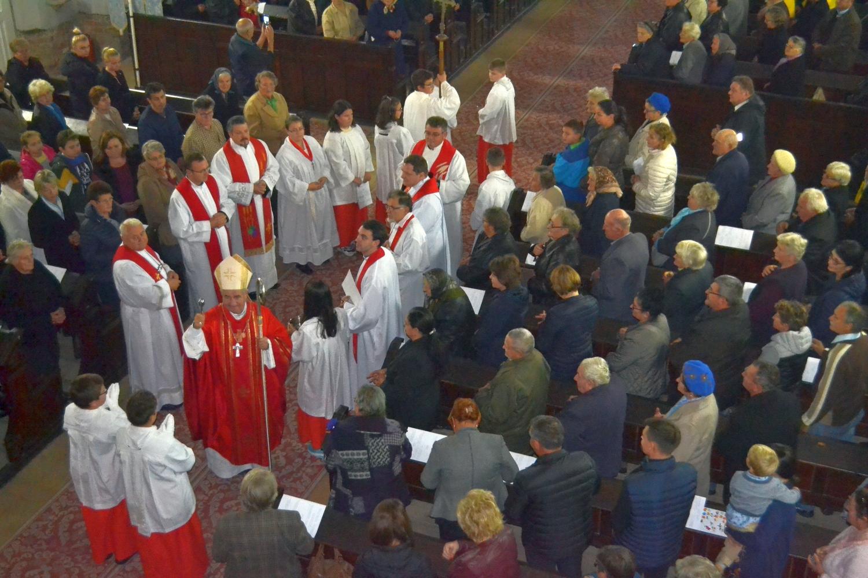 Episcopul de Timişoara a vizitat comunitatea romano-catolică pecicană
