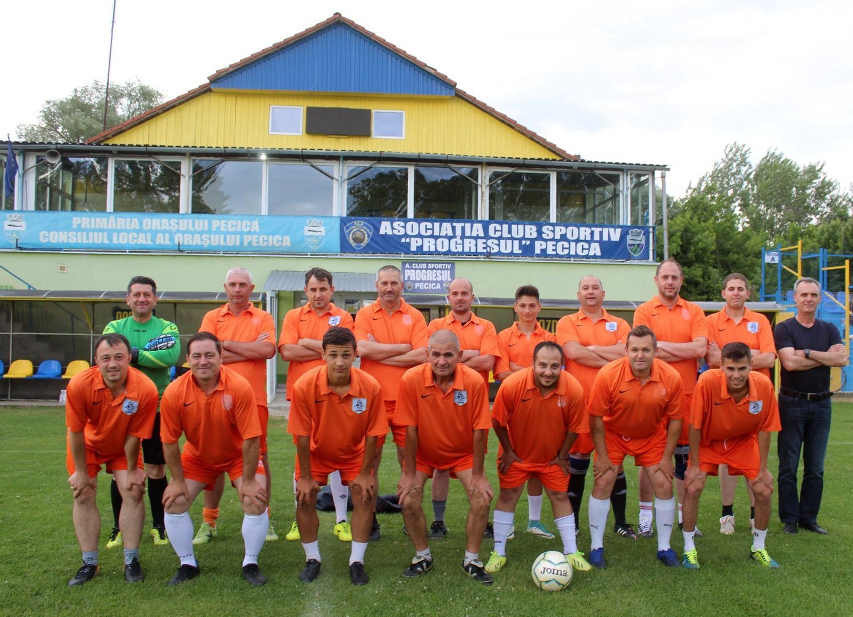 Victorie pentru noua echipă de fotbal amator a oraşului (GALERIE FOTO)