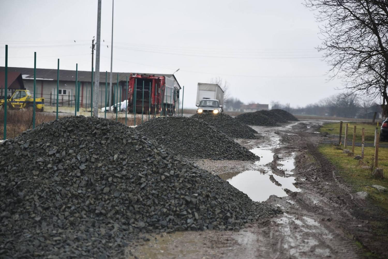 Lucrări de întreţinere a domeniului public în Pecica şi Turnu