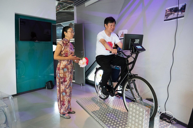 Președintele Federației Asiatice de Artă Fotografică, în vizită la Pecica