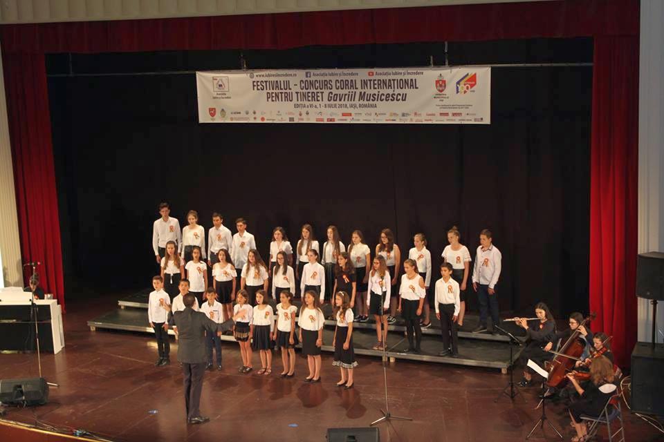 Elevii pecicani au cântat alături de tineri din Spania şi China (GALERIE FOTO)