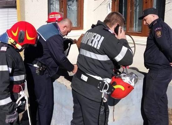 NEWS ALERT/ Sinucidere ÎNGROZITOARE: O femeie s-a ARUNCAT în FÂNTÂNĂ (FOTO)