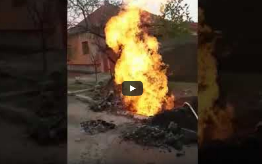NEWS ALERT/ Conductă de gaz SPARTĂ, la Arad! Flăcări de câţiva metri (FOTO + VIDEO)