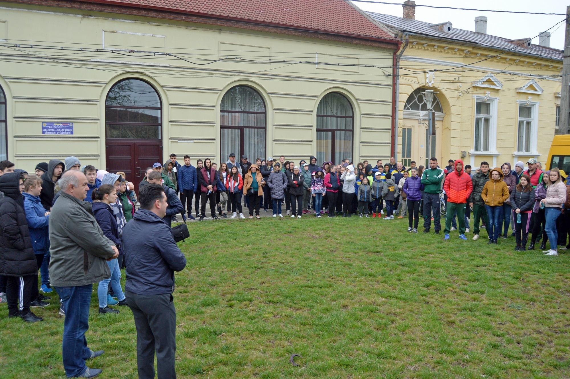Peste 400 de voluntari au participat la Marea curăţenie de primăvară (GALERIE FOTO)