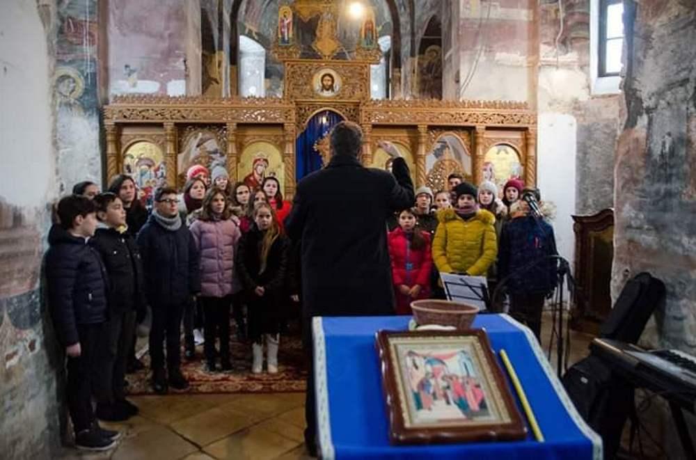 Concert de colinde, sâmbătă, la Mănăstirea Bezdin