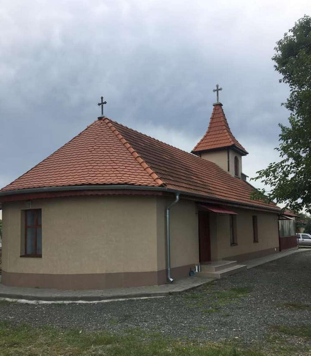 Slujbe la capela din Cimitirul Deheleni