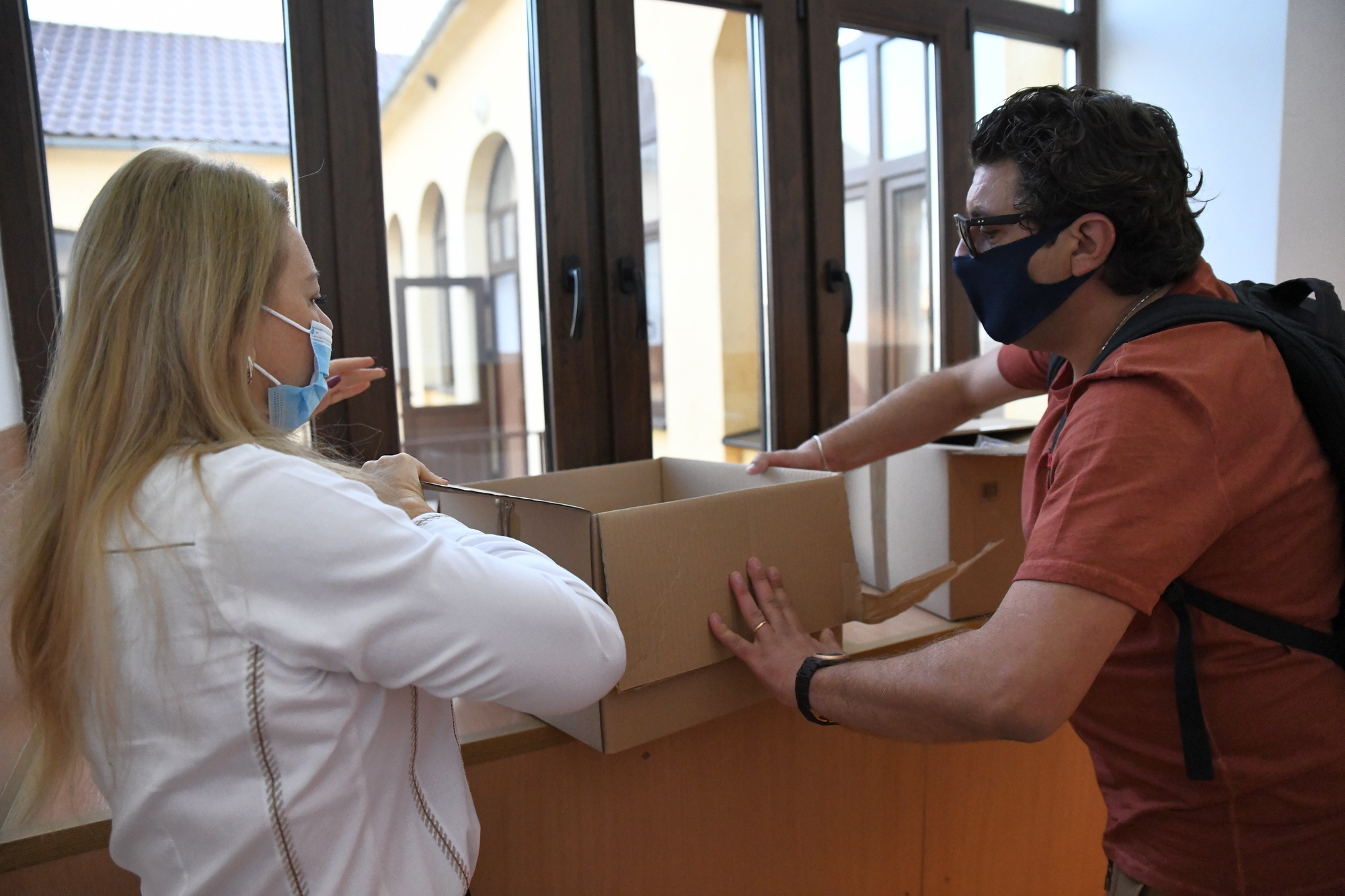 Donație de măști de protecție pentru elevii pecicani