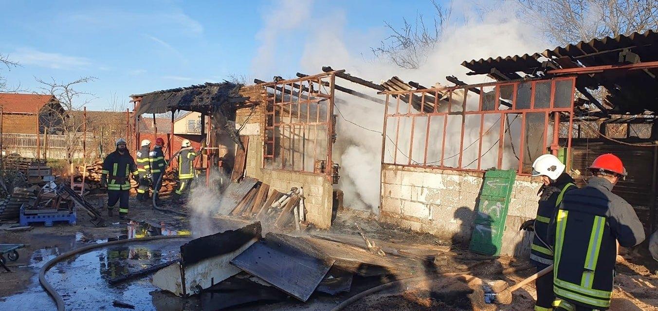 Tâmplărie distrusă de flăcări (GALERIE FOTO)