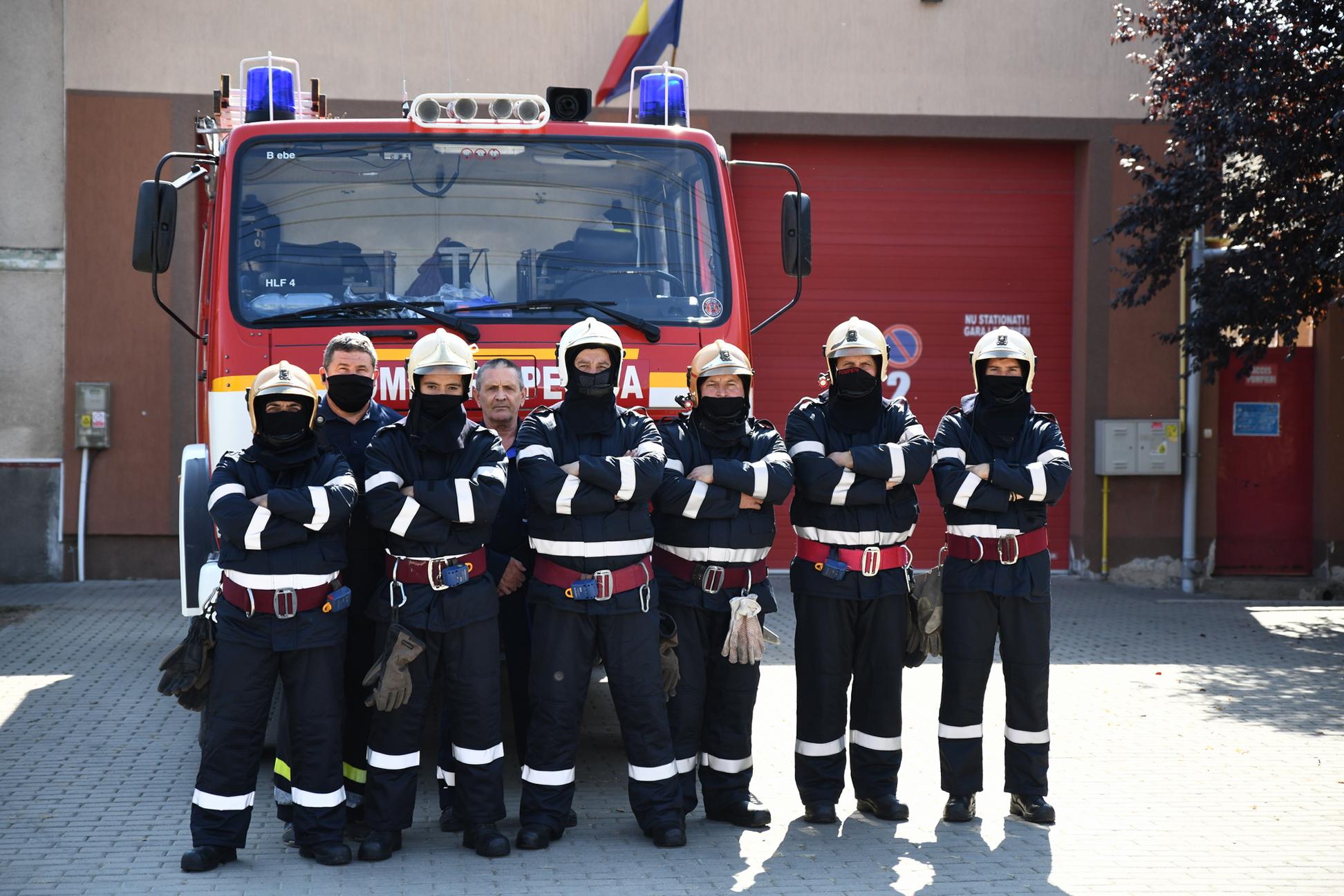 12 pompieri pecicani au intervenit la Arad